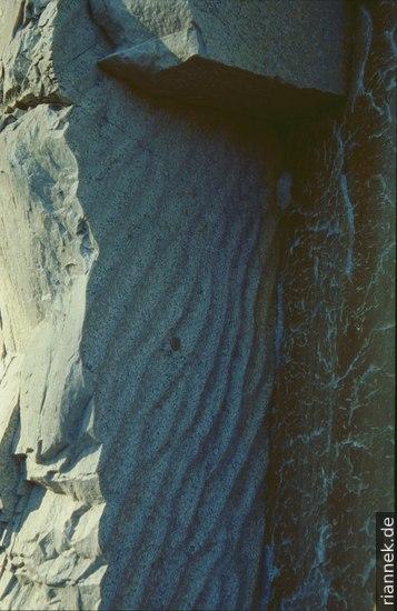 Steilgestellte Sandrippel im präkambrischen Quarzit