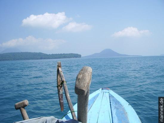 Auf einem Einbaum zum Krakatau
