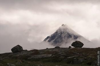 Jotunheimen bei schlechtem Wetter: Oh da, ein Berg! Und schon ist er wieder weg...