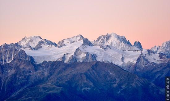 Nördliches Mont-Blanc-Massiv von Demècre Mont Dolent (?), Aiguille d'Argentinière, Aiguille Verte (hinten), Aiguille du Chardonnet (vor d'Argeninière)
