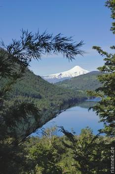 Blick vom Huerquenes-Nationalpark auf den Vulkan Villarrica