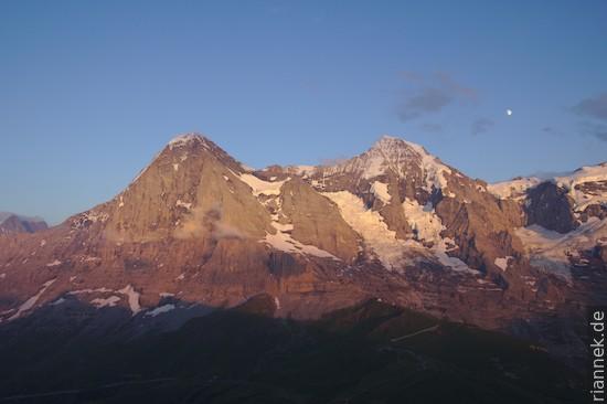 Eiger, Mönch und (unter dem Mond) Jungfraujoch