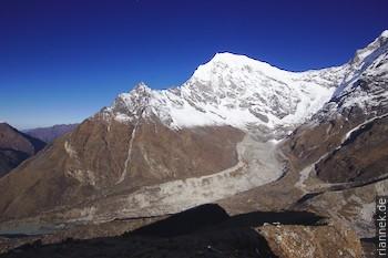 Langtang Lirung (7234 m) vom Kyanjin Ri