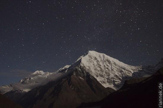 Langtang Lirung (7234 m) im Mondlicht