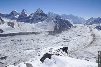 Kangchung und Ngozumba-Gletscher vom Ngozumba Tse