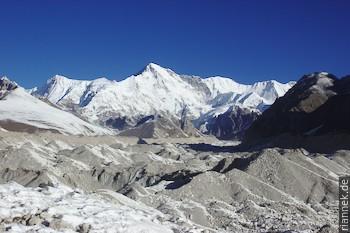 Cho Oyu, von der Überquerung des Ngozumpa-Gletschers