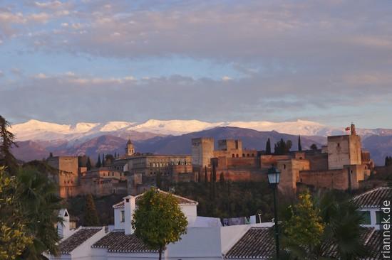 Blick über Alhambra zur Sierra Nevada