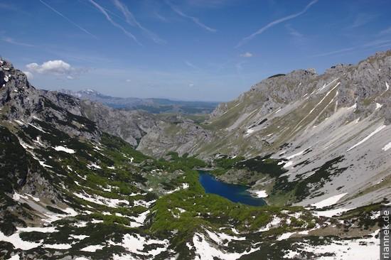 Blick vom Samar-Pass auf Škrčko Jezero