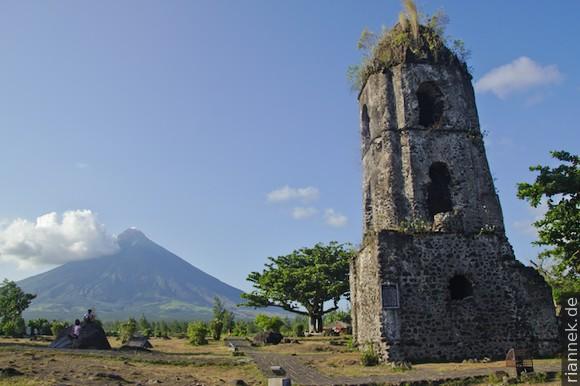 Mayon und Ruine Cagsawa